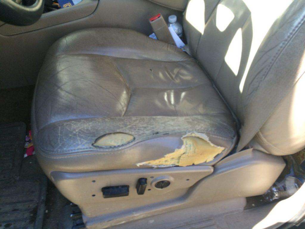 車のレザーシートを避けるべき4つの理由 | ドドン